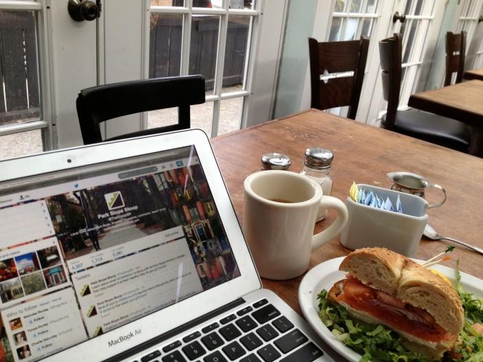 Dizzy's Diner internet cafe, computer, sandwich