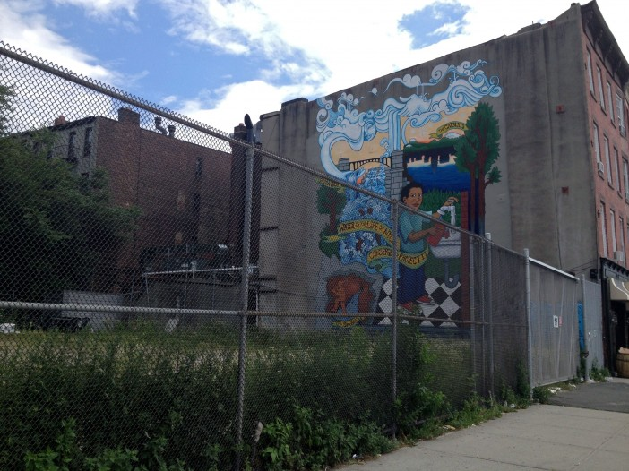 GreenSpace on 4th, before, with mural